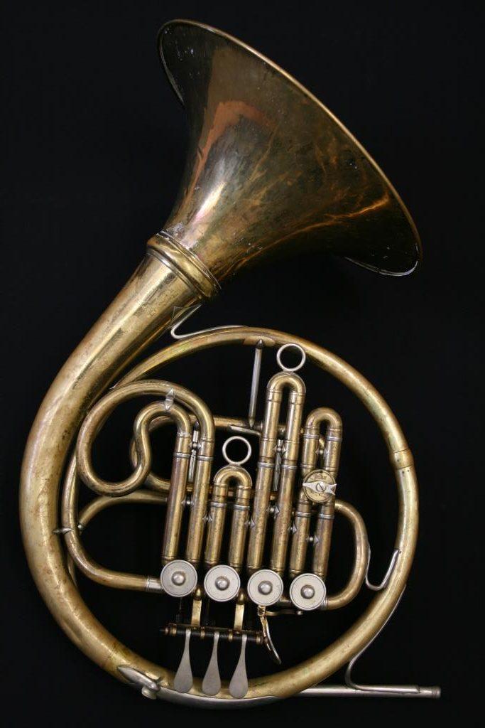 Single horn in bb